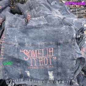 Áo Khoác Jeans In chữ Hồng giá sỉ